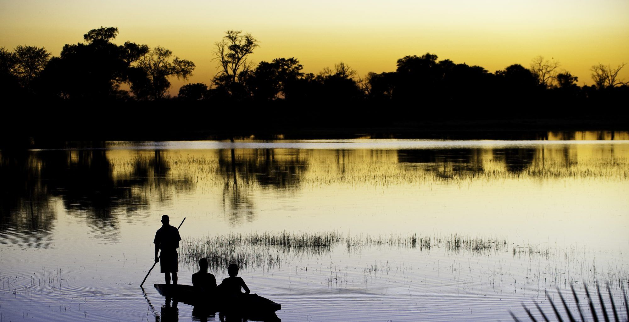 Botswana-Moremi-Reserve-Rowing-Sunset