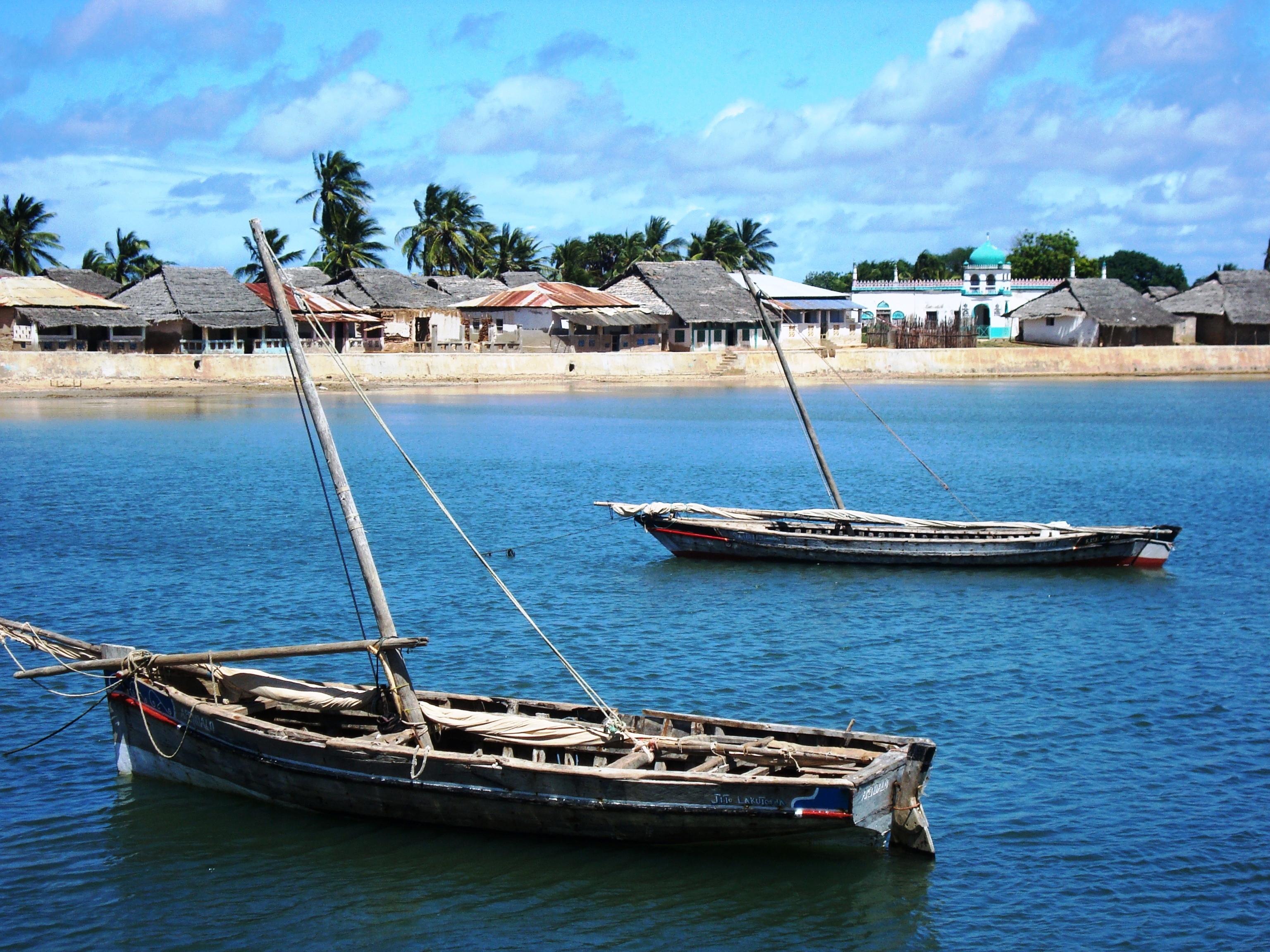 Tusitiri-Dhow-Boats