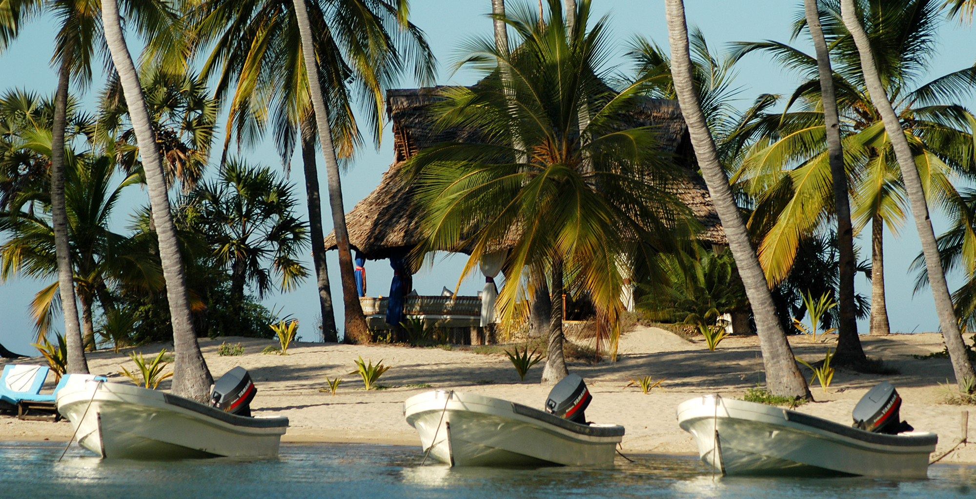 Kenya-Manda-Lodge-Bay-Boats