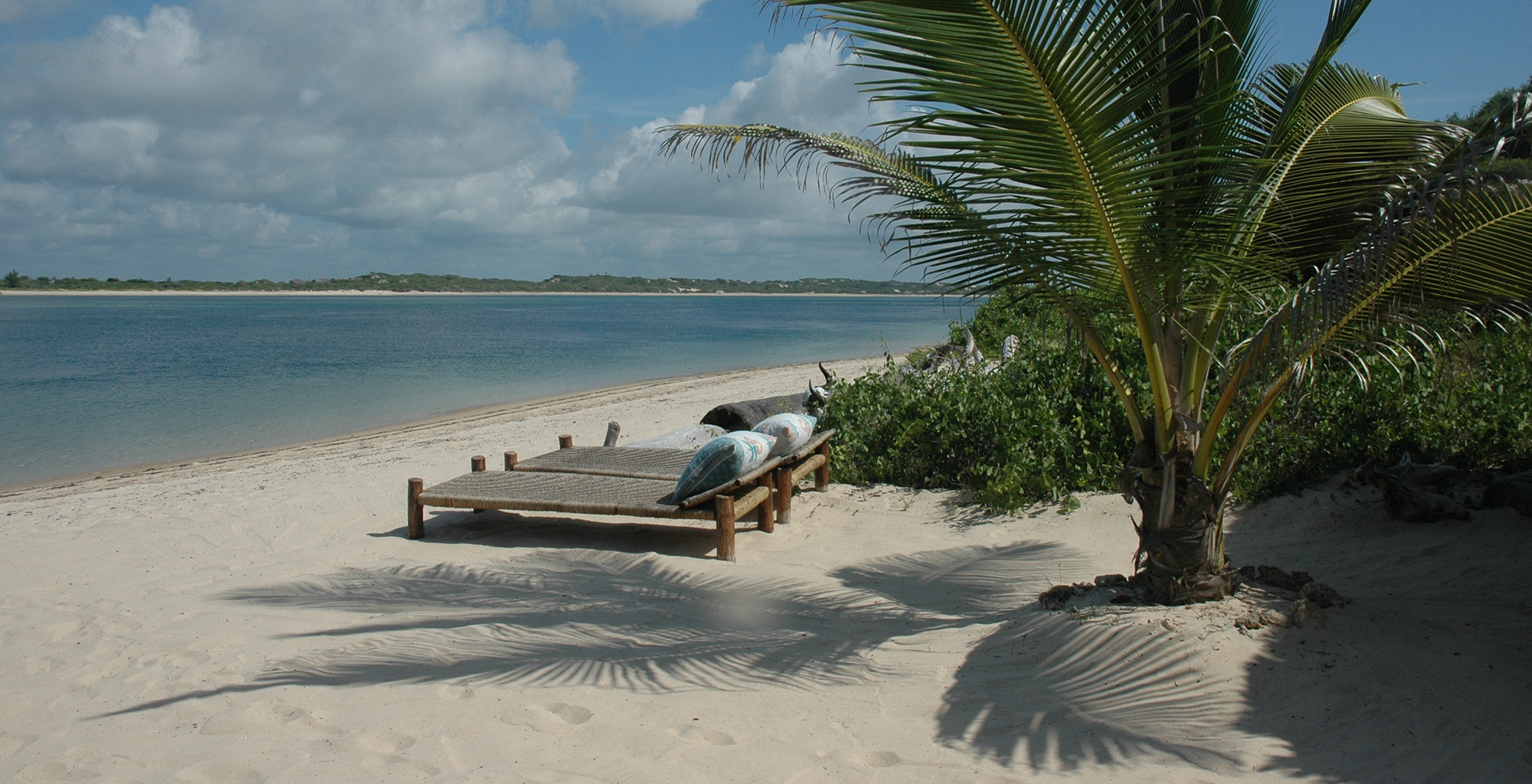 Kenya-Kiwayu-Safari-Lodge-Beach-Beds