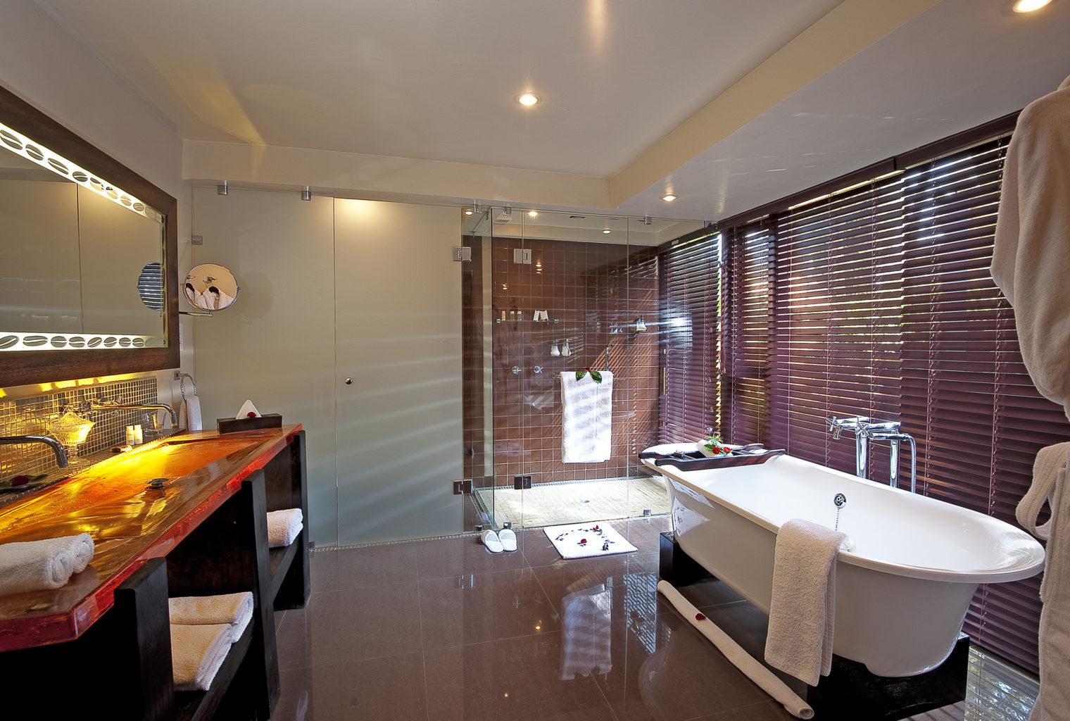 Arusha Coffee Lodge Tanzania Bathroom
