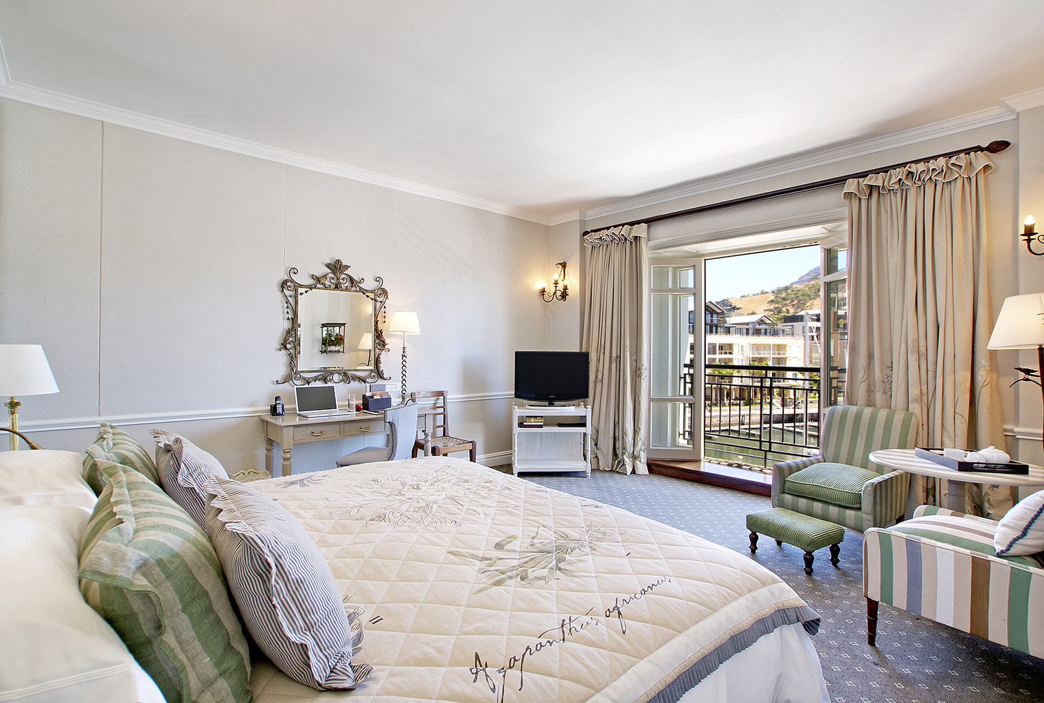 Cape-Grace-South-Africa-Bed