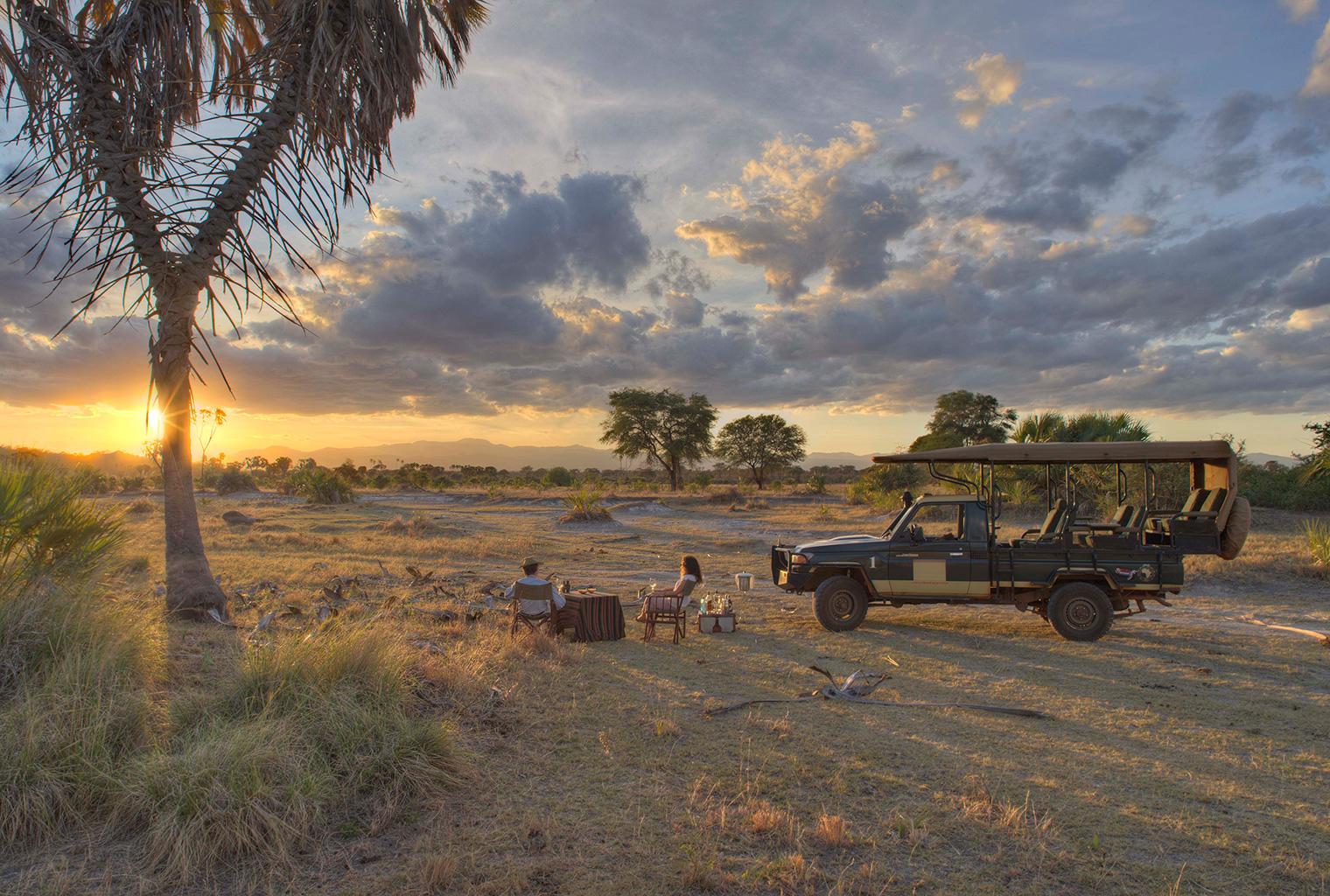 Elsa's-Kopje-Camp-Kenya-Sundowner