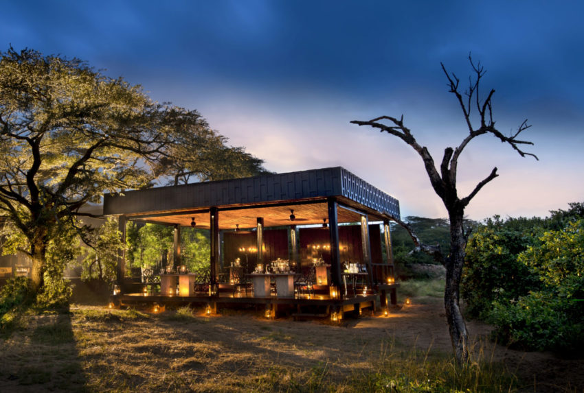 Extended-outdoor-guest-dining-area-andBeyond-Phinda-Vlei-Lodge