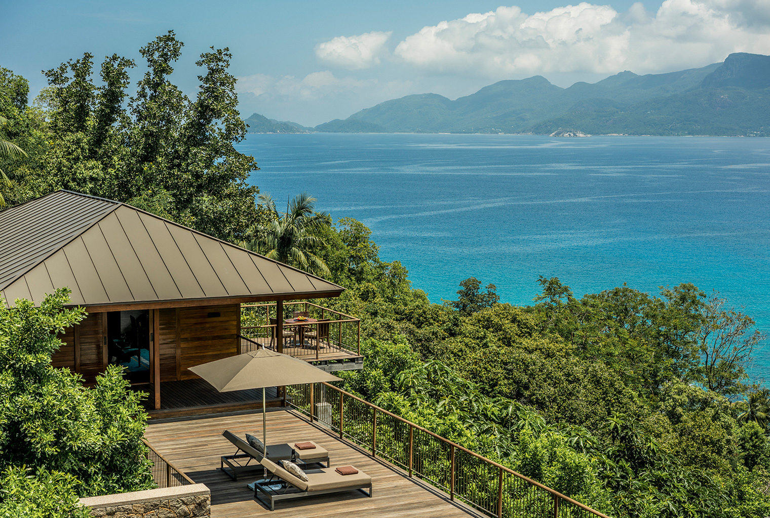 Four-Seasons-Seychelles-Balcony-Deck