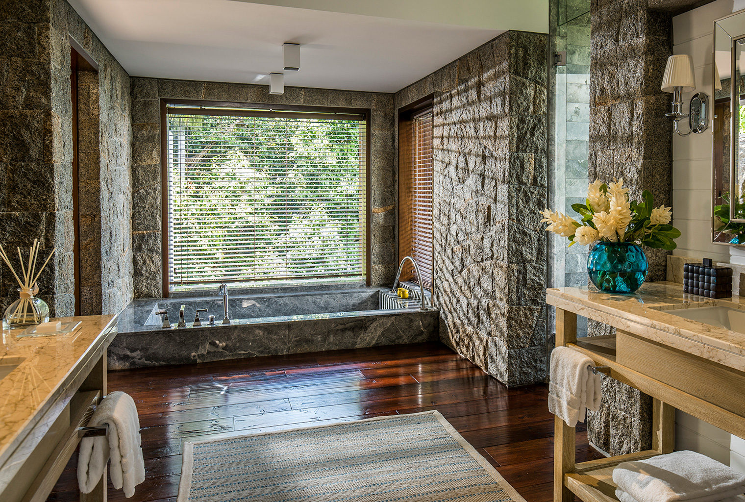 Four-Seasons-Seychelles-Bathroom