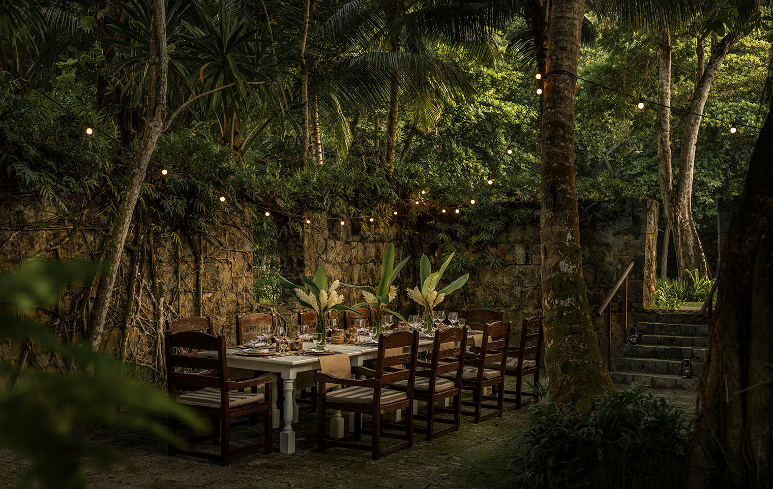 Four-Seasons-Seychelles-Garden-Dining