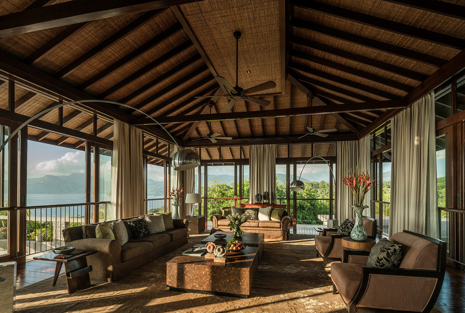Four-Seasons-Seychelles-Lounge