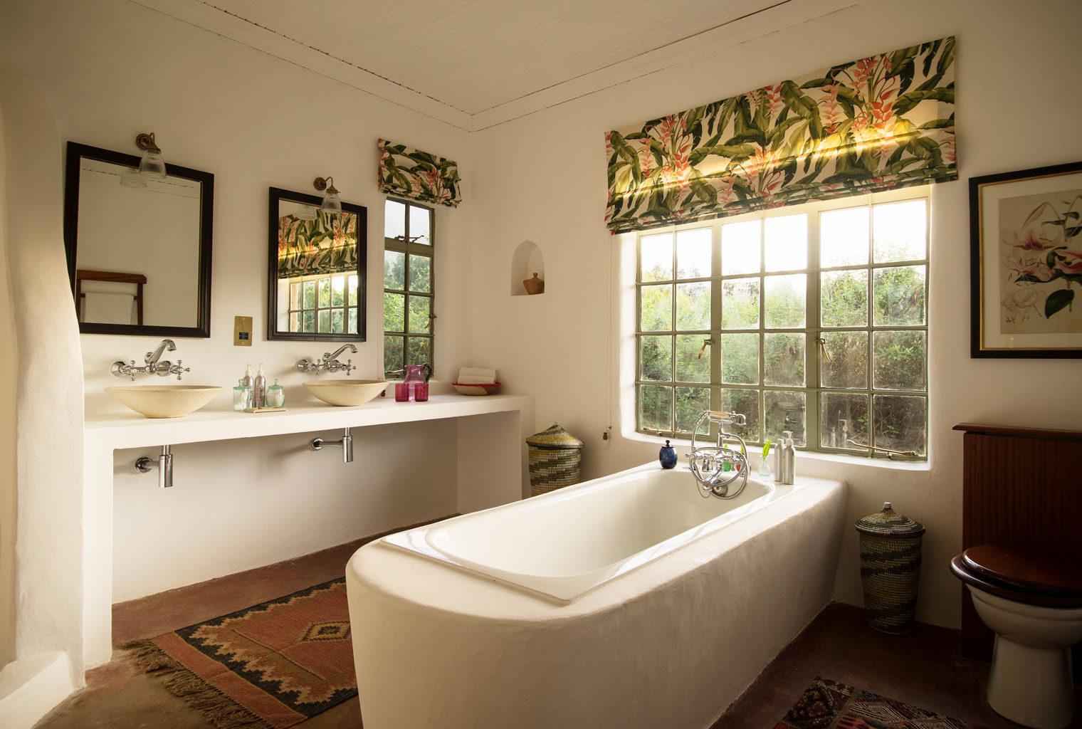 Sabyinyo-Silverback-Lodge-Rwanda-Bathroom