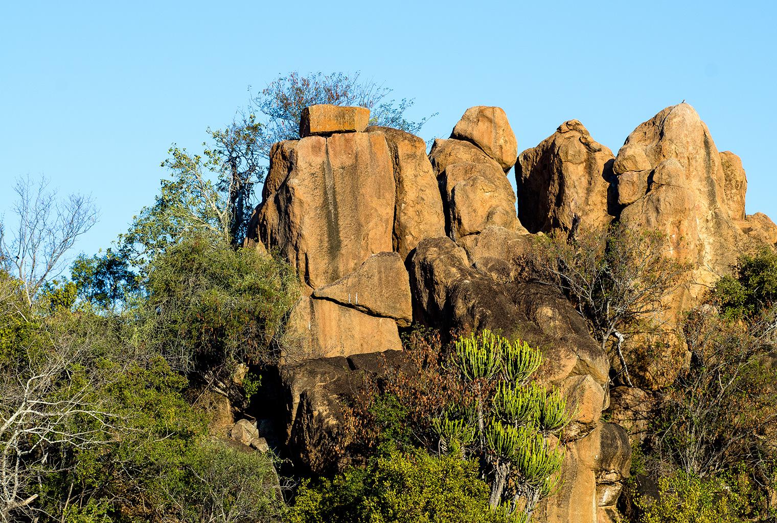Singita-Sweni-Lodge-Rocks