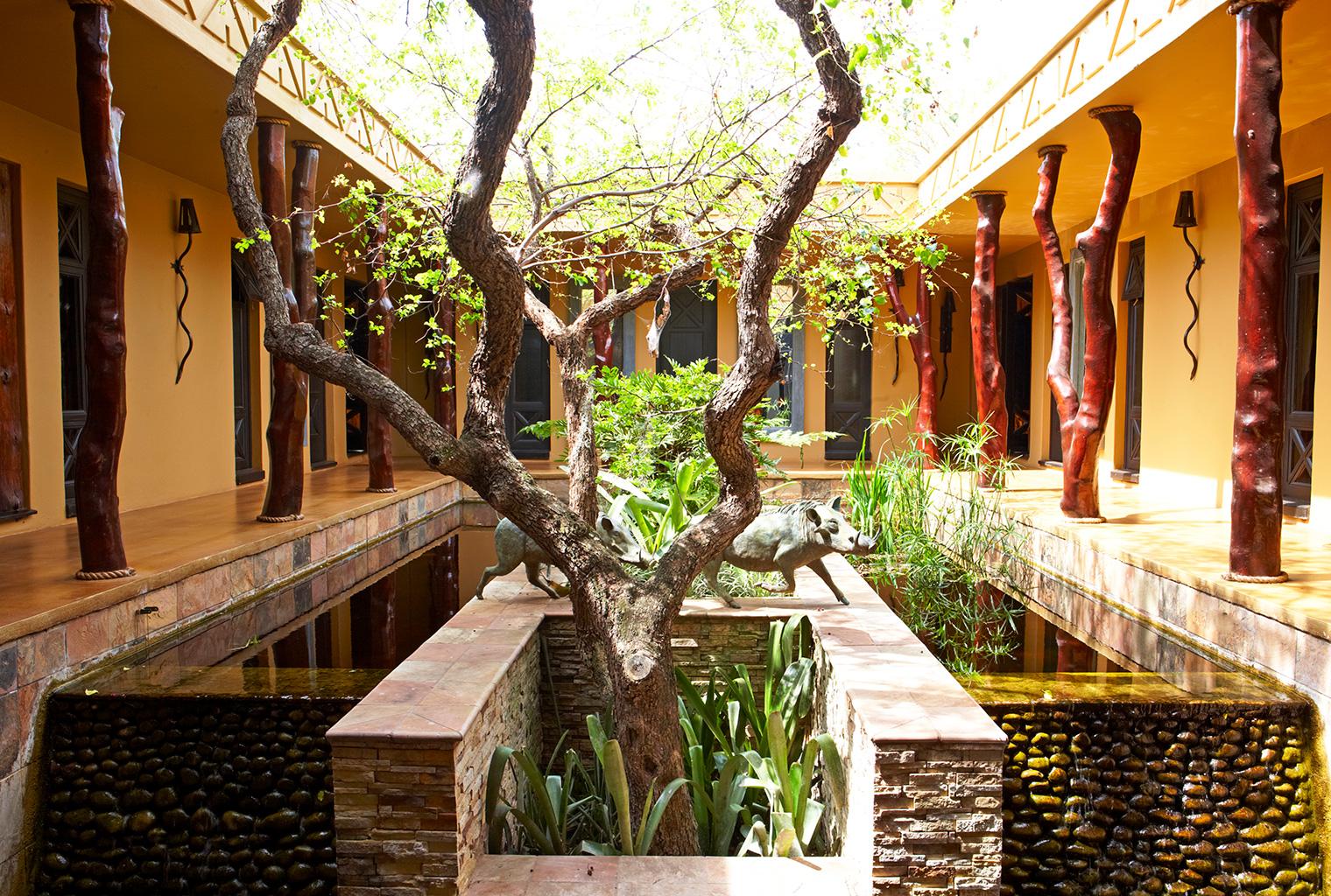 Thanda-Villa-Izulu-South-Africa-Courtyard