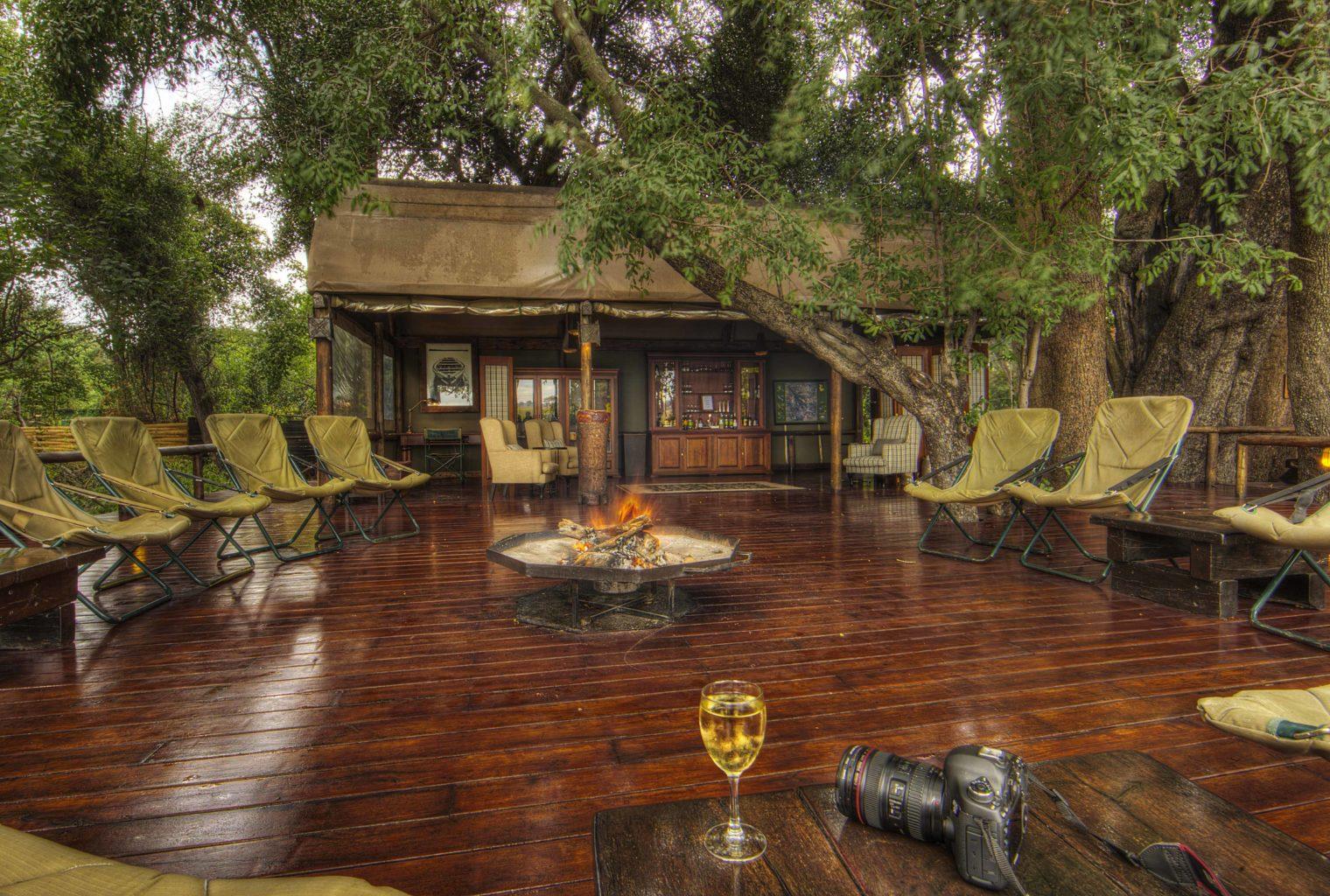 Shinde Botswana Outside