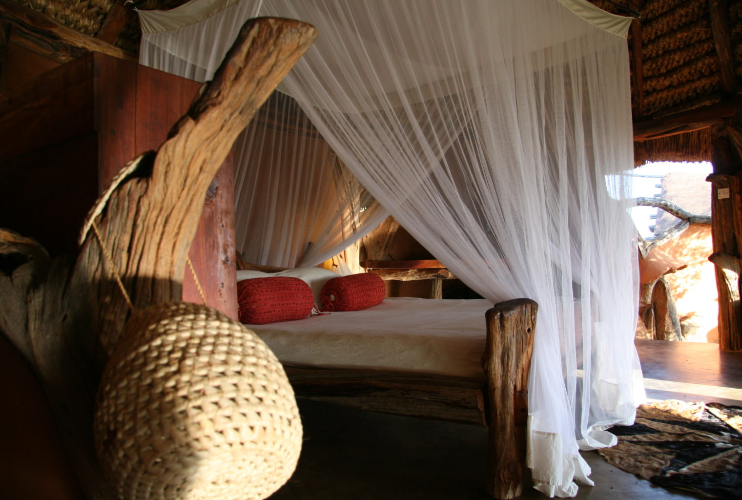 Tassia Lodge Kenya bed