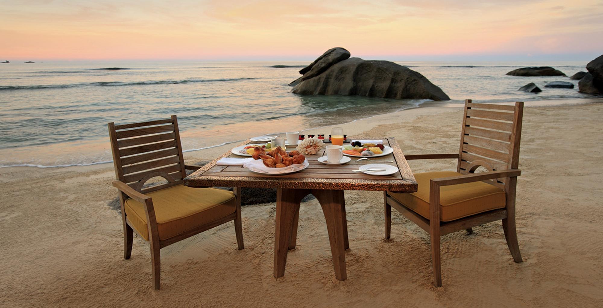 Seychelles-Maia-Luxury-Resort-Beach-Dining