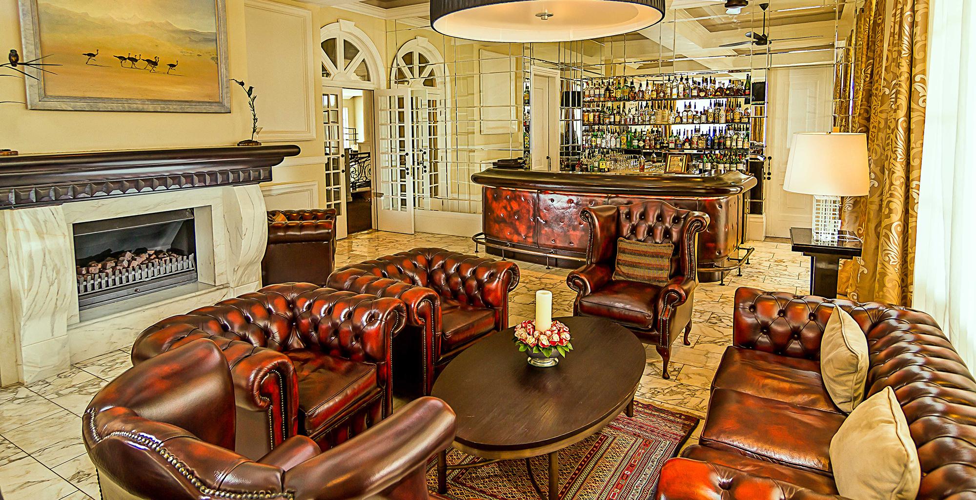 Kenya-Hemingways-Nairobi-Bar