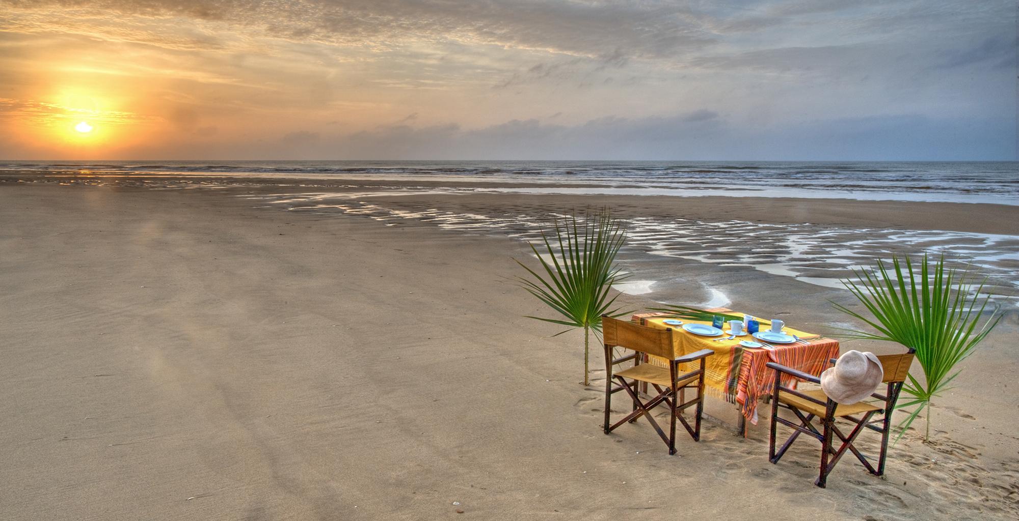 Kenya-Tana-Delta-Camp-Beach-Dining