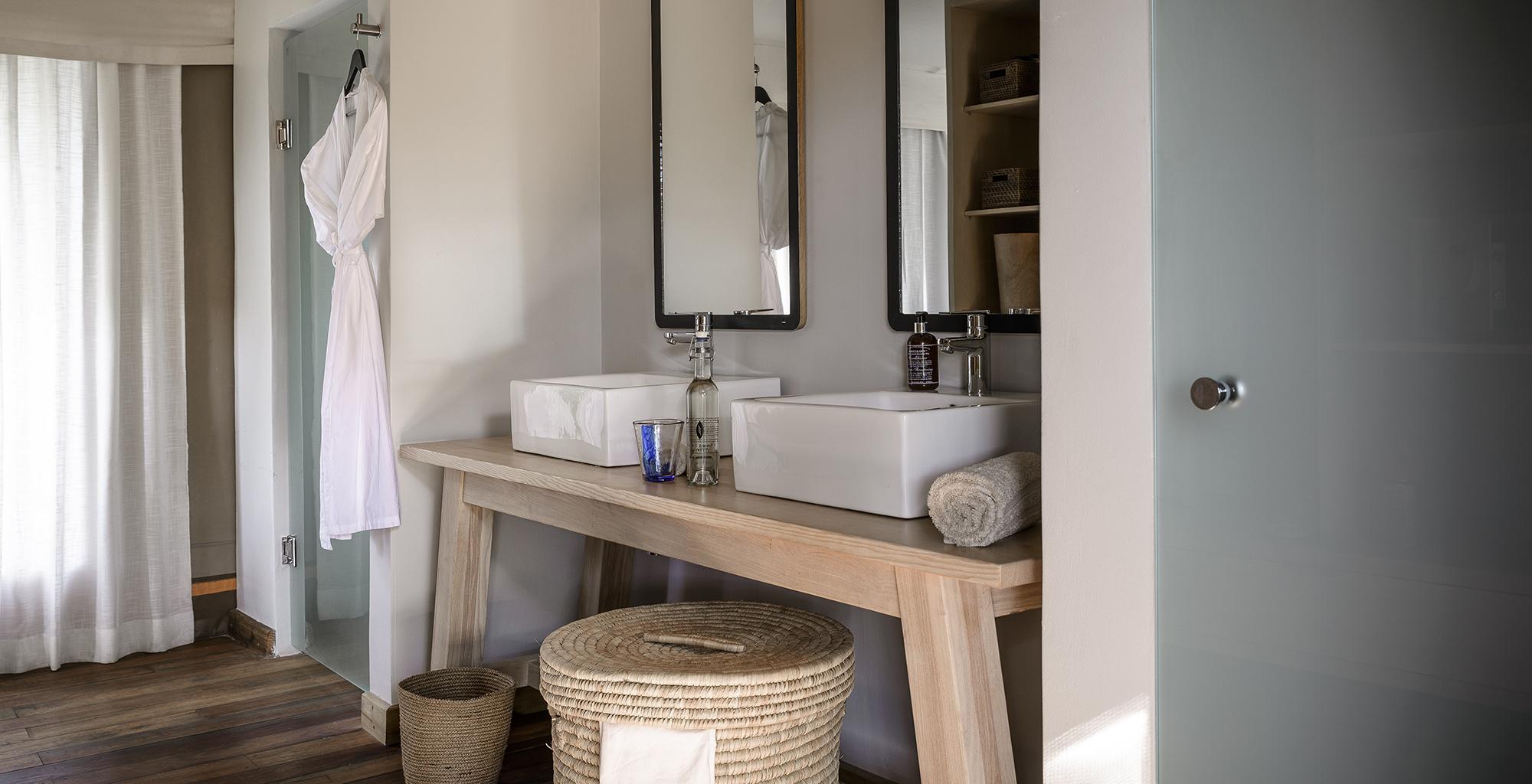 Botswana-Stanley-Camp-Bathroom