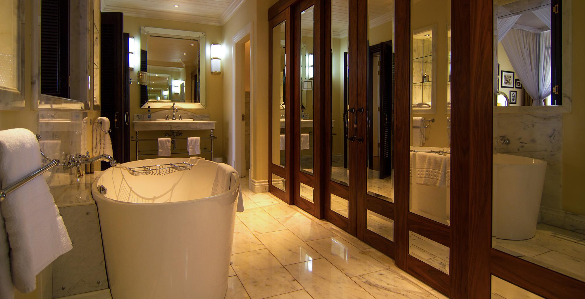 Kenya-Hemingways-Nairobi-Bathroom