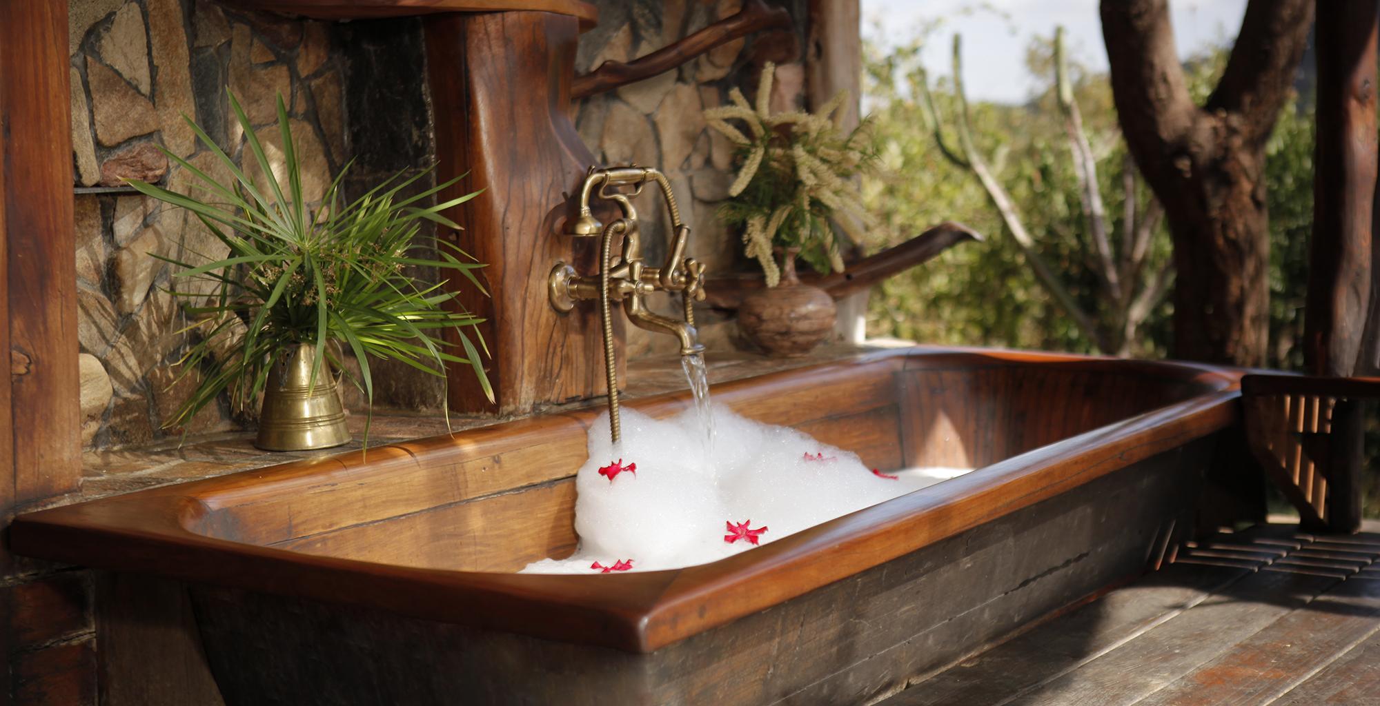 Kenya-Desert-Rose-Lodge-Bath