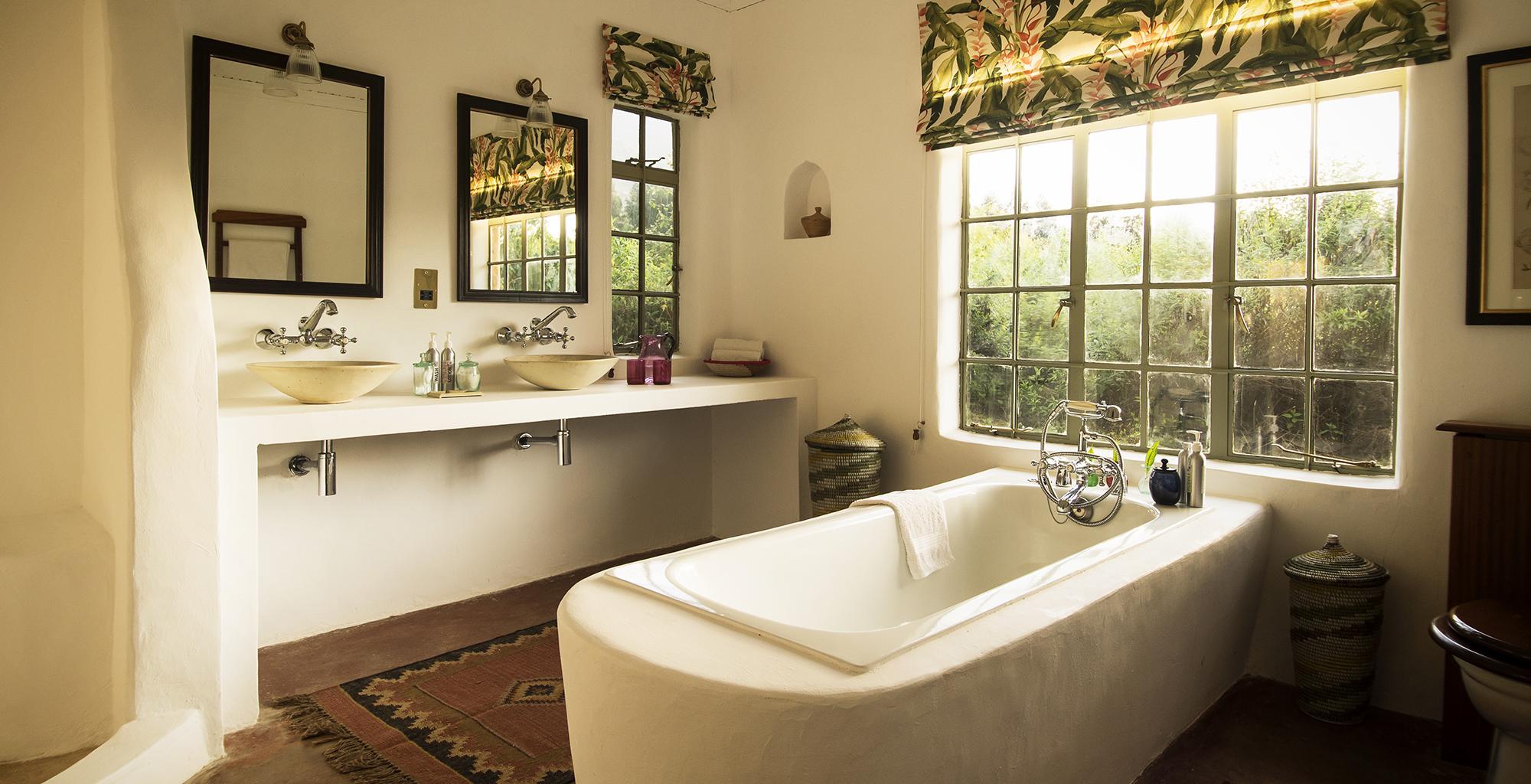 Rwanda-Sabyinyo-Silverback-Lodge-Bathroom