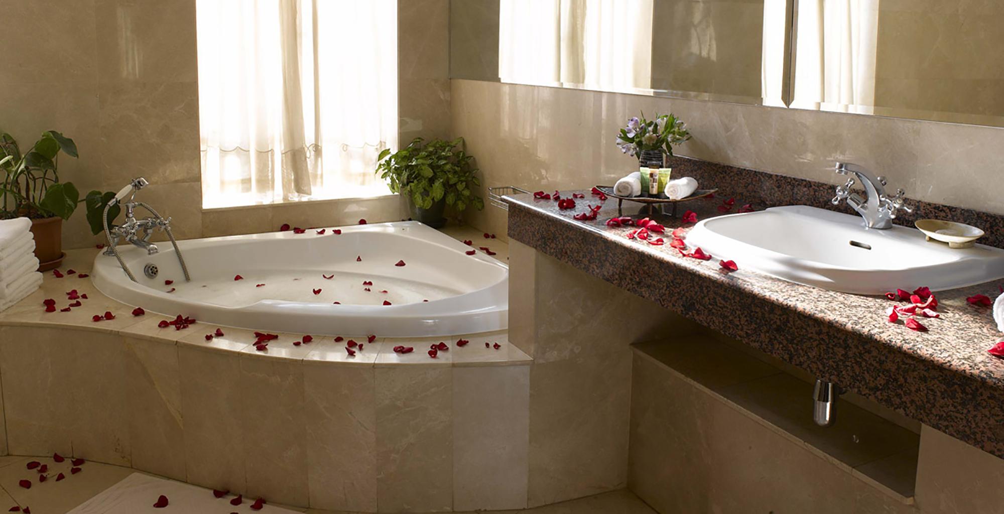 Kenya-House-of-Waine-Bathroom