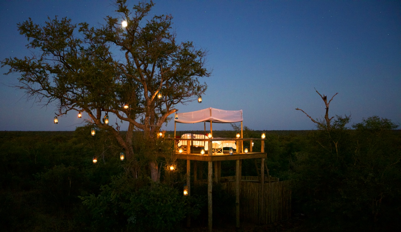 -img-Clients-South_Africa-Tanda_Tula-Tanda_Tula_Safari_Camp-15. TANDA TULA SAFARI CAMP - STAR BED AT NIGHT