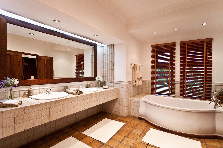 Legendary Lodge Tanzania Bathroom