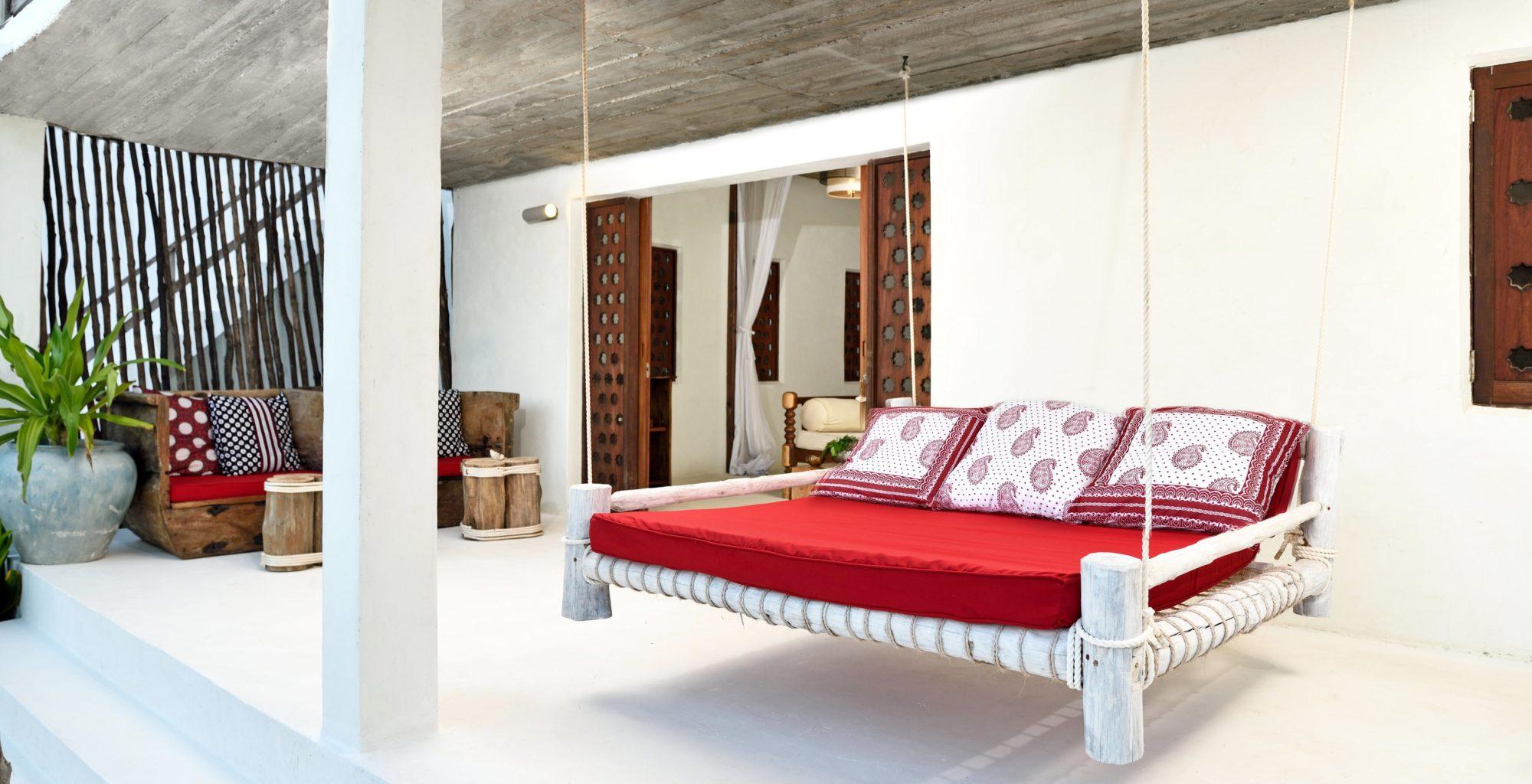 Tanzania-Upendo-Villas-Floating-Bed
