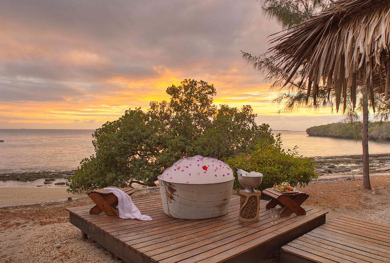 Azura-Quilalea-Mozambique-Bath