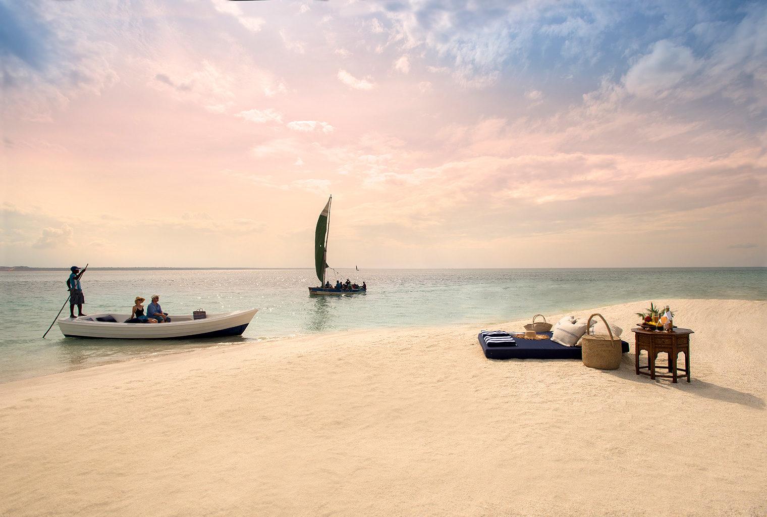 Mozambique-Bazaruto-Archipelago-Benguerra-Island-Lodge-Boating-Picnic
