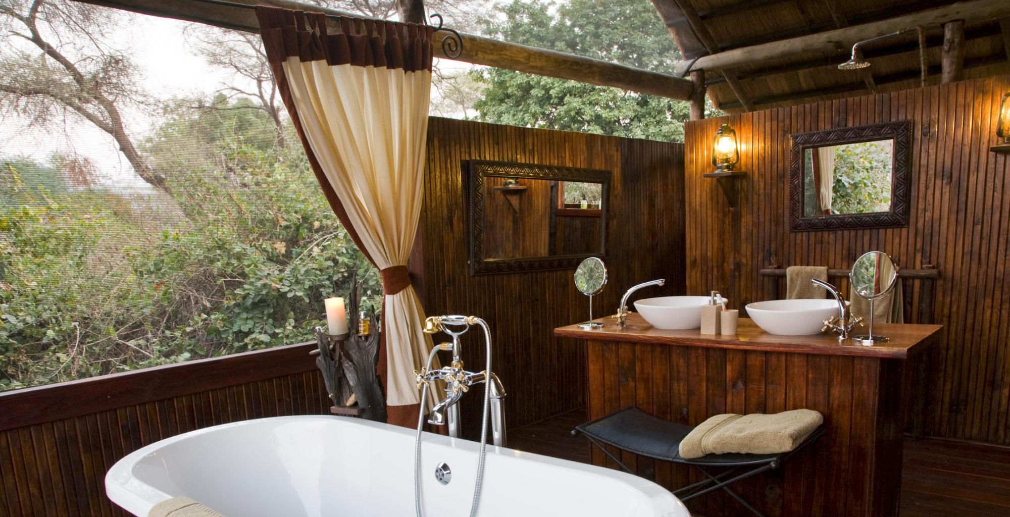 CHIAWA CAMP Zambia Bathroom