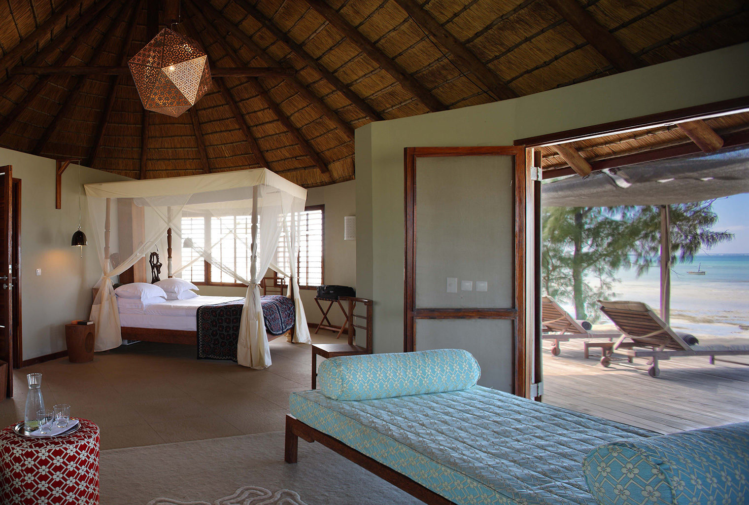 Coral-Lodge-Mozambique-Bed-Room