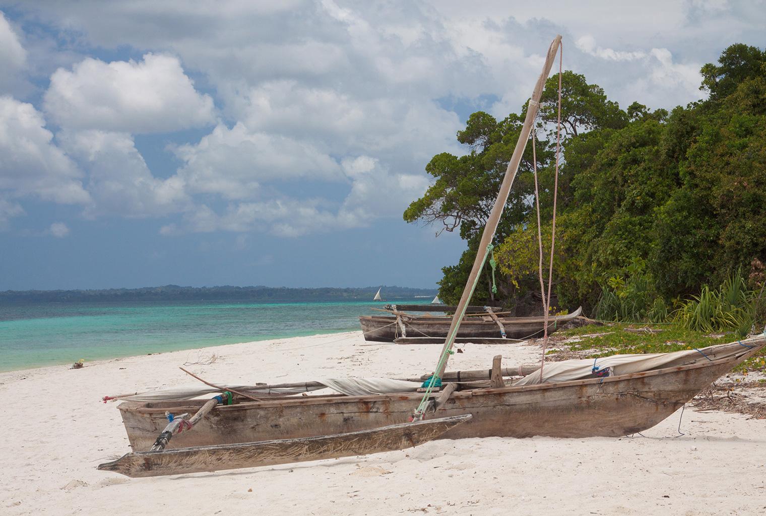 Fundu-Lagoon-Tanzania-Beach-Boats