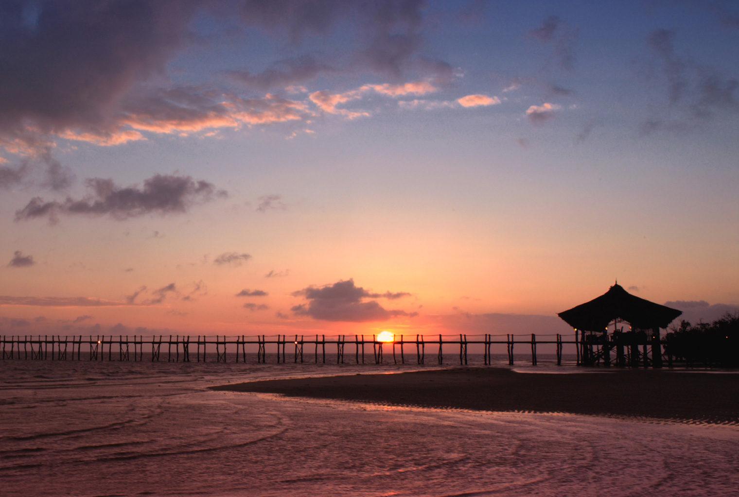 Fundu-Lagoon-Tanzania-Sunset-Jetty