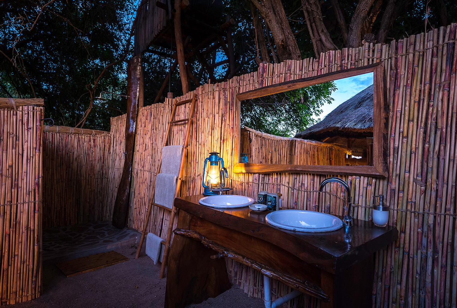 Kuyenda-Camp-Zambia-Bathroom