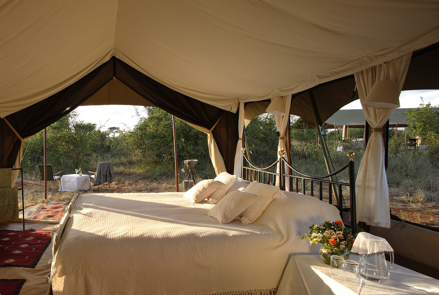 Lowis-and-Leakey-Kenya-Bedroom