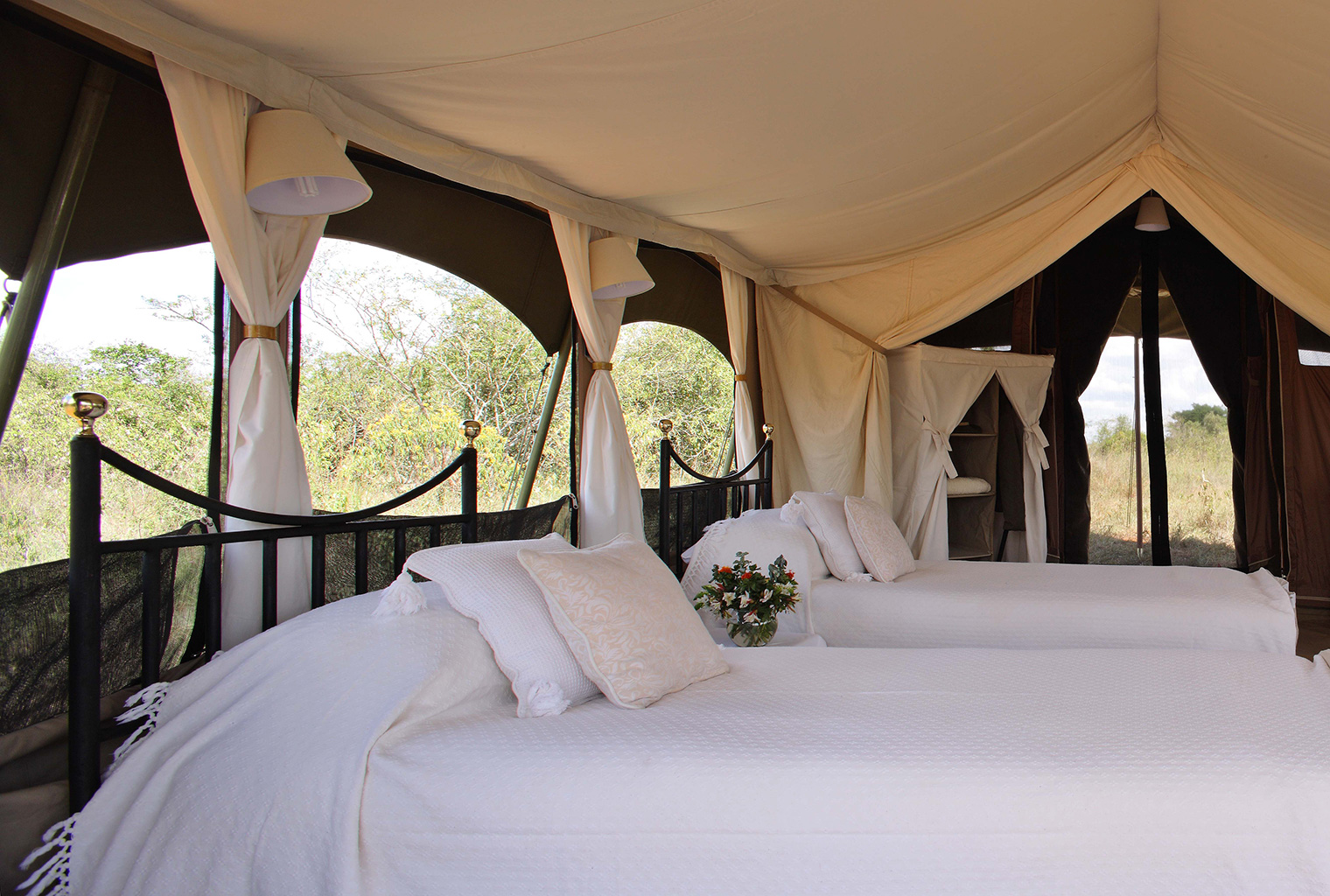 Lowis-and-Leakey-Kenya-Beds