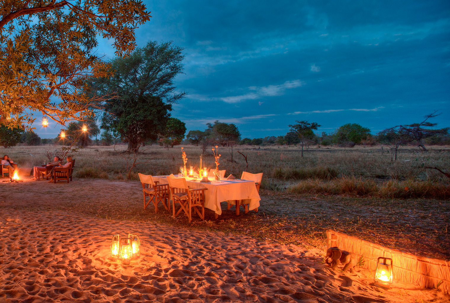 Luwi-Zambia-Exterior-Dining