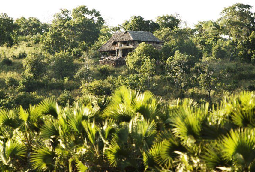Tanzania-Baileys-Banda-Exterior