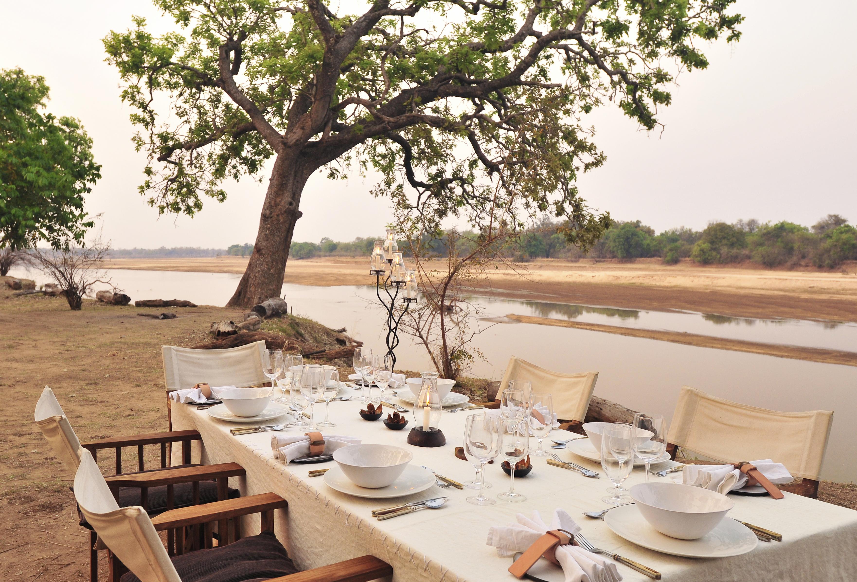 Zambia,-Mchenja-Camp-dining