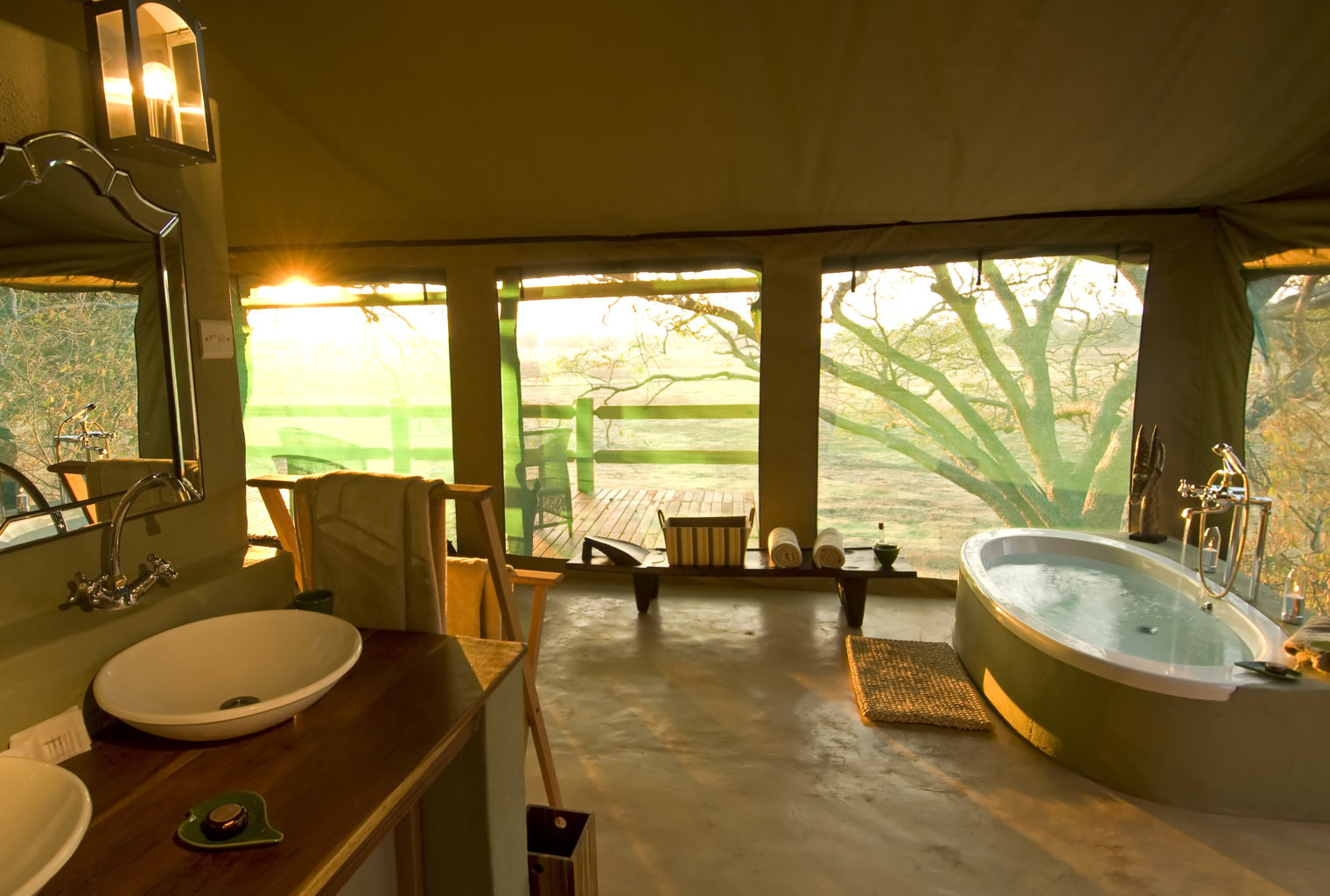 Puku-Ridge-Camp-Zambia-bathroom