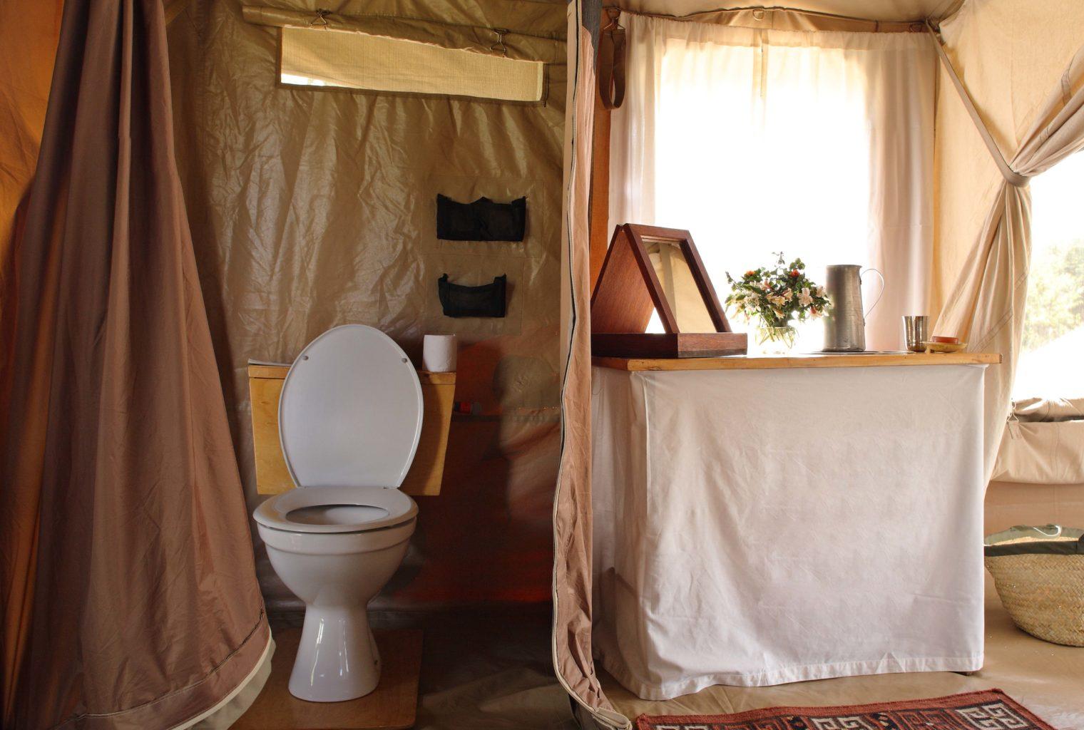 Lowis-and-Leakey-Kenya-Bathroom