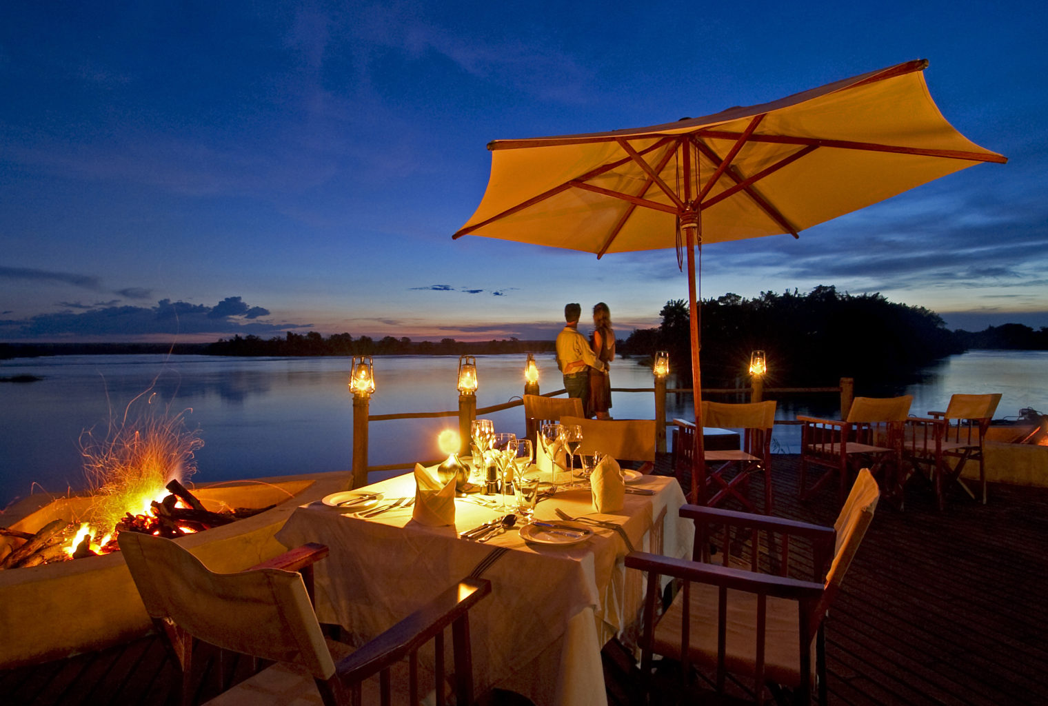 Sussi-and-chuma-zambia-bedroom sunset