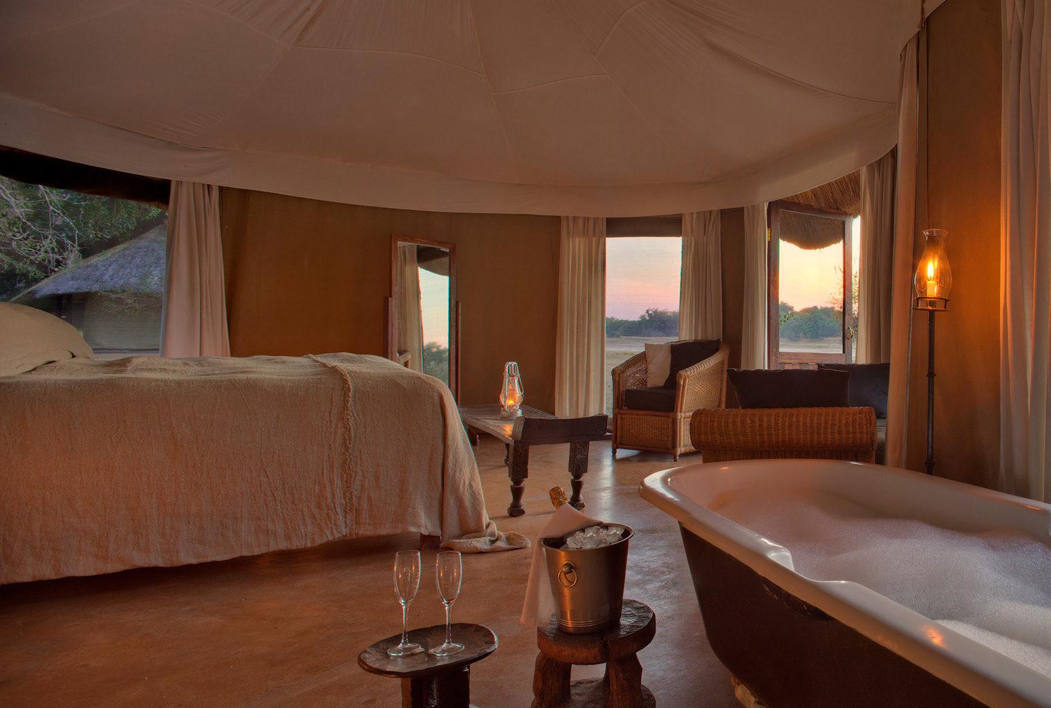 Zambia,-Mchenja-Camp-Bedroom-sunset