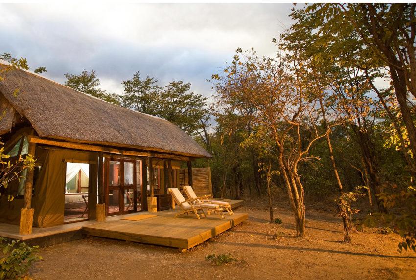 Zungulila-Bush-Camp-exterior