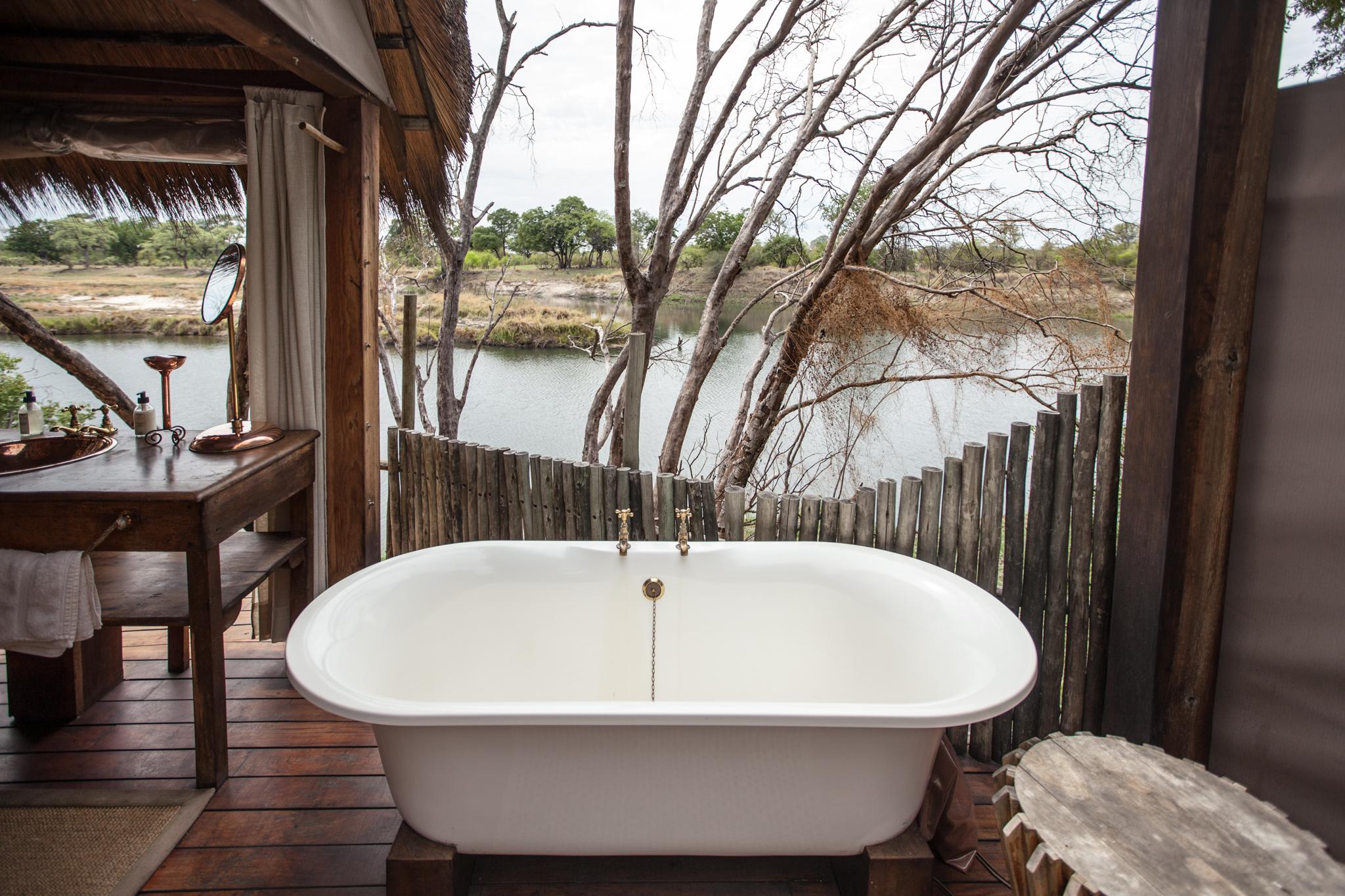 Sindabezi Island Camp bath
