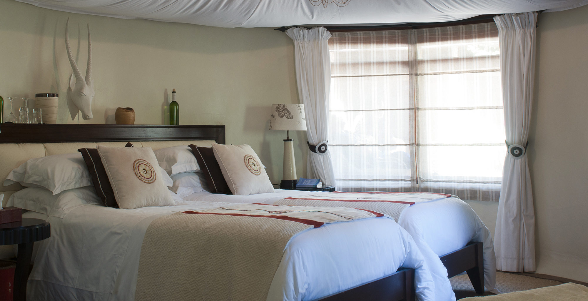 Kenya-Olarro-Lodge-Bedroom