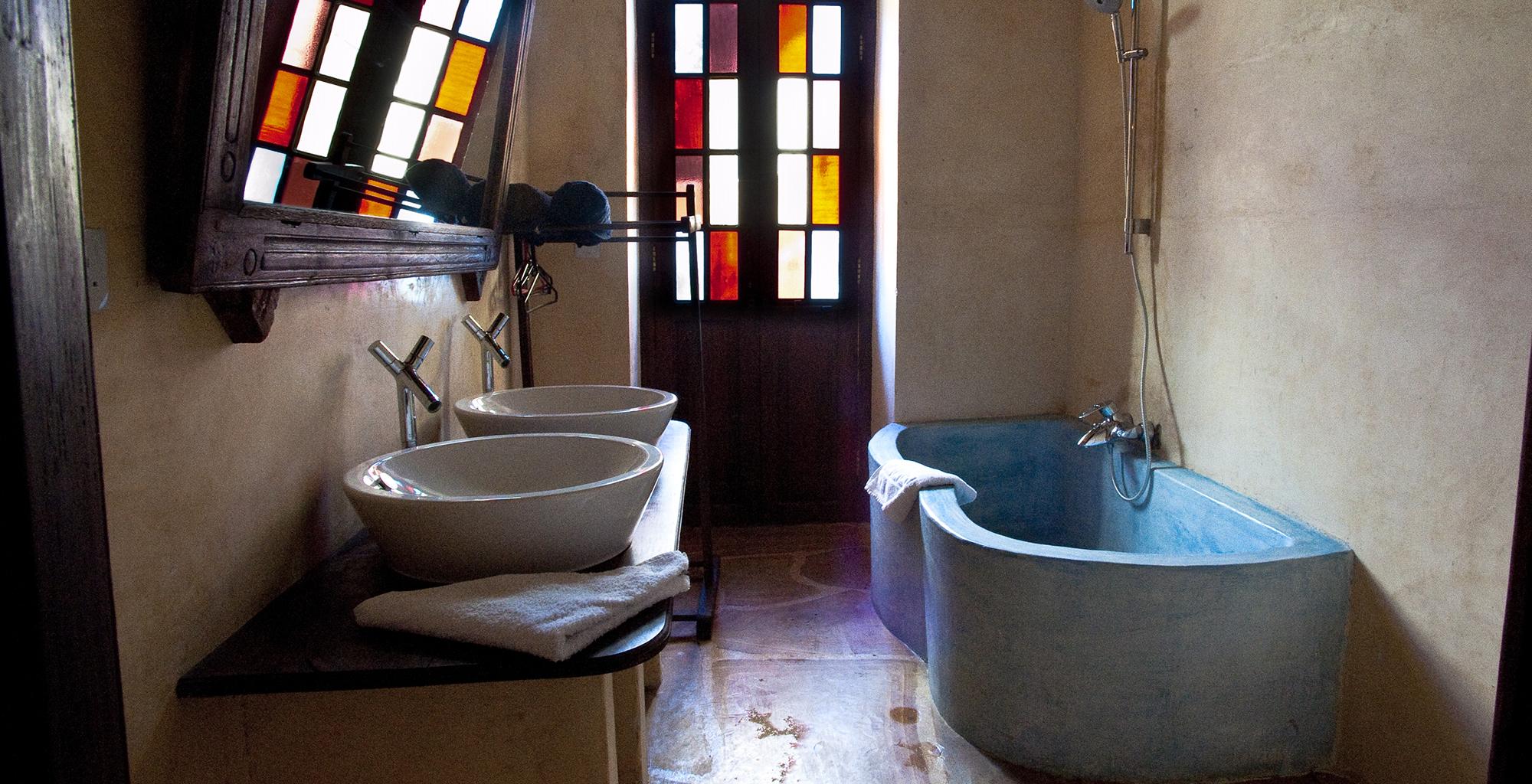 Tanzania-Emerson-Spice-Bathroom