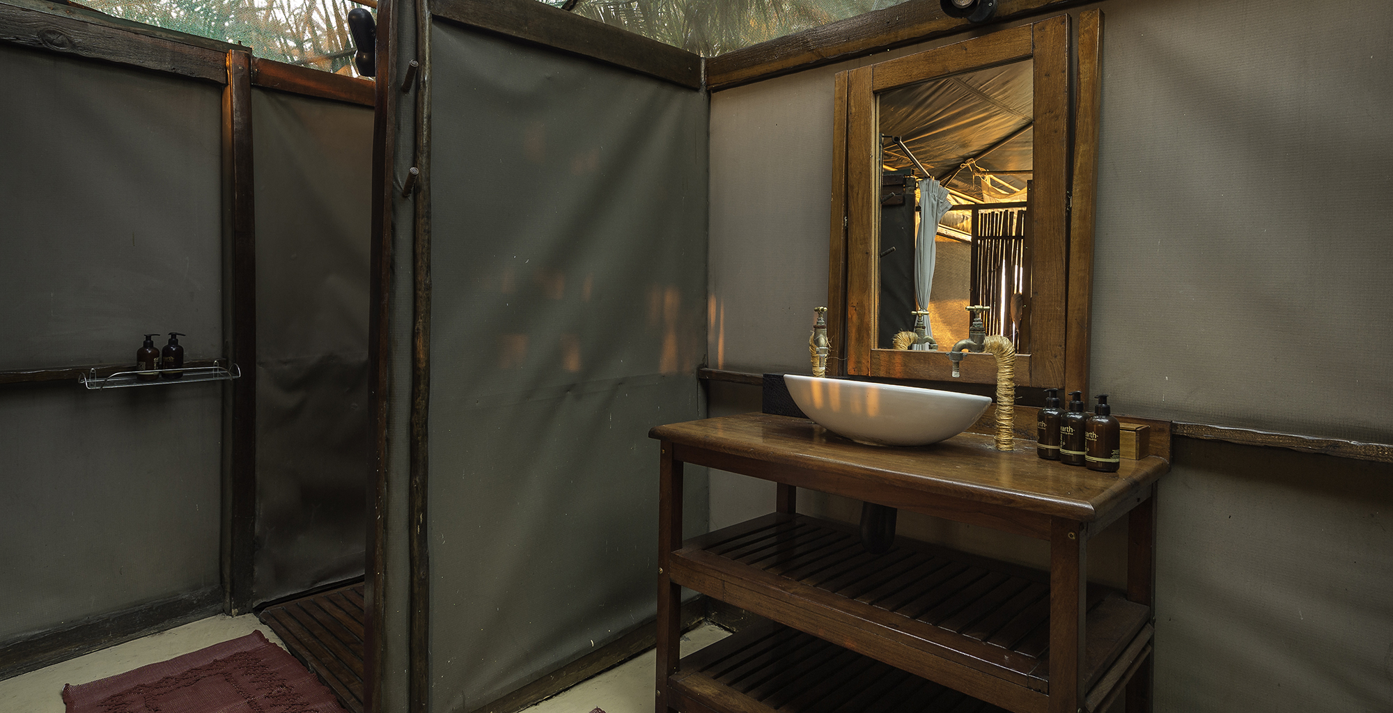 Zambia-Busanga-Bush-Camp-Bathroom