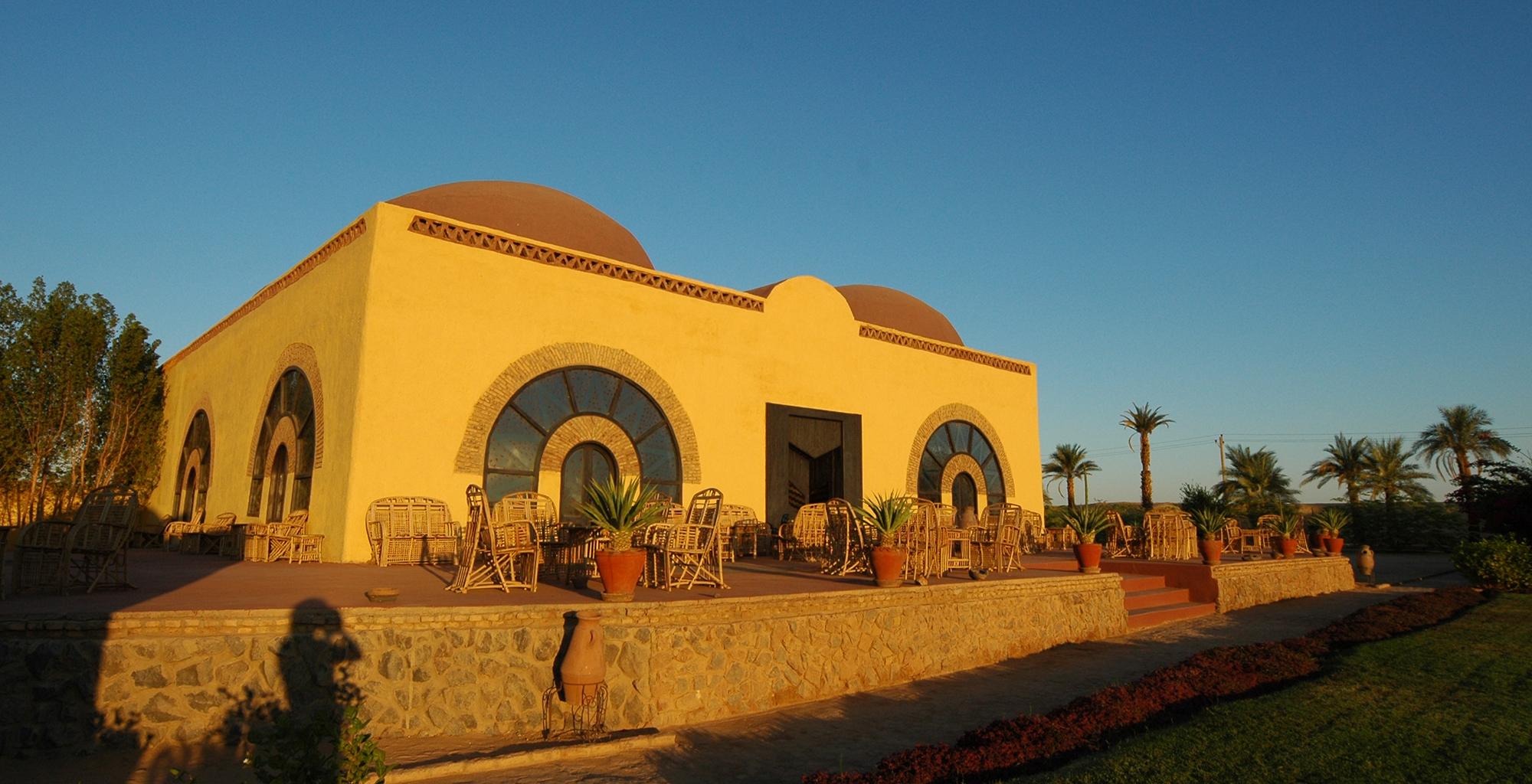 Sudan-Nubian-Rest-House-Exterior-Deck